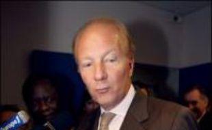 """Brice Hortefeux, ministre de l'Immigration, de l'Intégration, de l'Identité nationale et du Codéveloppement, évalue à """"entre 200.000 et 400.000"""" le nombre d'étrangers clandestins en France."""