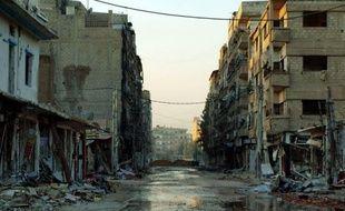 L'armée syrienne bombardait lundi plusieurs localités proches de Damas, tandis que des renforts militaires affluaient vers Daraya, une banlieue que l'armée tente de reprendre aux rebelles depuis plusieurs semaines, arapporté une ONG syrienne.