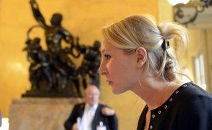 """La députée du Front national, Marion Maréchal-Le Pen, dit avoir été """"séduite"""" par Nicolas Sarkozy et plaide pour """"l'union des droites"""", mardi dans un entretien avec Présent, le quotidien catholique-traditionaliste d'extrême droite."""