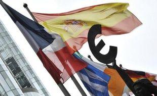 La zone euro ne peut compter que sur le Fonds européen de stabilité financière (FESF), un outil anti-crise dont le potentiel n'a pas été entièrement exploité, si la Banque centrale européenne tarde à intervenir pour calmer la tempête sur les marchés.