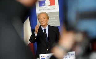 Brice Hortefeux présente les résultats de la politique de sécurite en 2009, au ministère de l'Intérieur, à Paris, le 14 janvier 2010.