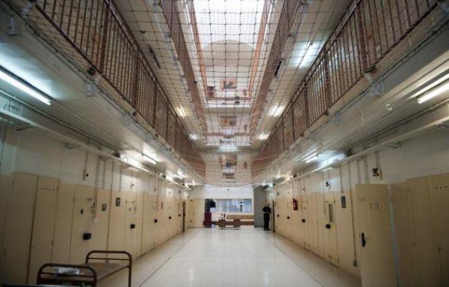 """Une entreprise reconnue """"employeur"""" d'une détenue, des indemnités versées pour son """"licenciement"""" en prison: le droit du travail se fraie un chemin en détention grâce à une décision originale des prud'hommes dont la portée reste à confirmer."""