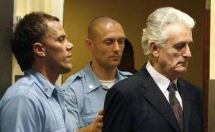 L'ancien chef des Serbes de Bosnie comparaît notamment pour génocide.