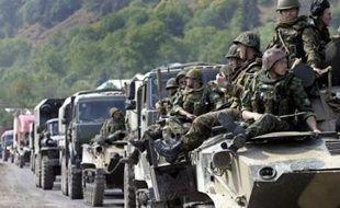 Dans le centre de la Géorgie, les forces russes ont quitté la route reliant la capitale Tbilissi à Gori. Mais des soldats de maintien de la paix ont mis en place des barrages à moins de 10 km au nord de cette localité sur les voies menant à Tskhinvali, la capitale sud-ossète.
