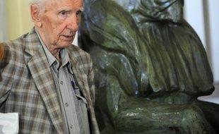 L'audition du criminel de guerre nazi Laszlo Csatary, âgé de 97 ans, prévue initialement pour jeudi matin, a été reportée d'une semaine, ont indiqué jeudi son avocat et le parquet de Budapest à l'AFP.
