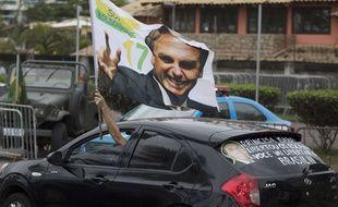 Des supporters de Jair Bolsonaro devant la résidence du nouveau président à Rio de Janeiro, au Brésil, le 29 octobre 2018.