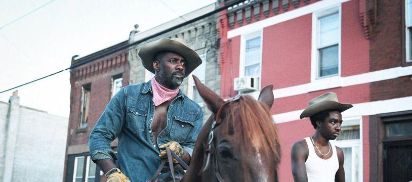 Les acteurs Idris Elba et Caleb McLaughlin dans «Concrete Cowboy»