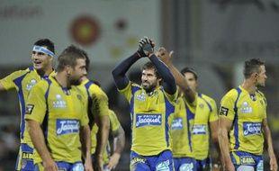 Clermont, auteur d'une première période catastrophique, s'est fait une belle frayeur à domicile face au Stade Français, battu (28-25) dans les toutes dernières secondes grâce à un drop de Brock James, vendredi soir en ouverture de la 7e journée du Top 14 de rugby.