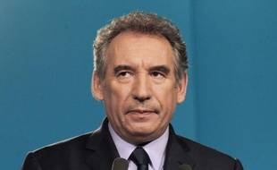 """Le président du MoDem, François Bayrou, a estimé jeudi qu'il n'y avait """"aucune chance"""" que la France """"puisse se redresser"""" si les prochaines législatives aboutissent à """"une cohabitation de blocage"""", et appelé François Hollande à reprendre """"en profondeur"""" son programme économique."""