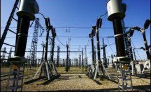 Quelque cinq millions de Français ont été privés d'électricité samedi soir, une gigantesque panne qui a affecté toute l'Europe de l'ouest à la suite d'une importante défaillance en Allemagne, faisant passer le continent à deux doigts d'un black out total.
