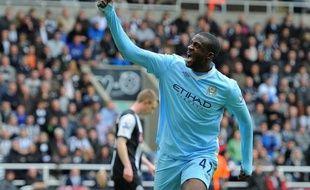 Yaya Touré a rapproché Manchester City du titre de champion d'Angleterre en réussissant le doublé lors de la victoire cruciale des Mancuniens à Newcastle (2-0), dimanche lors de l'avant-dernière journée.