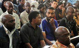 """Des auteurs du double attentat de Kampala, dont le """"cerveau"""" Issa Ahmed Luyima (D), le 15 novembre 2011 à Kampala"""