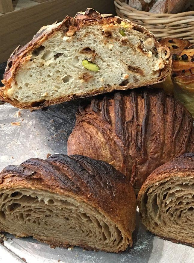 Le pain de l'automne (en haut), le seigle feuilleté (en bas)