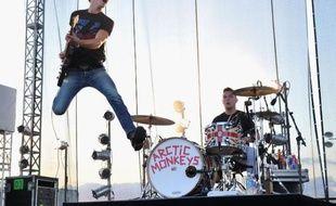 Adolescents survoltés transformés en bêtes de scène, les Arctic Monkeys ont reçu un déluge d'éloges pour leur nouvel album AM: ici photo d'archives d'Alex Turner le 23 juin 2012 à Atlantic City dans le New Jersey