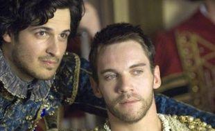 Emmanuel Leconte, le jeune acteur français qui joue François 1er dans «The Tudors» et Jonathan Rhys Meyers qui y joue Henry VIII
