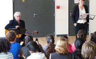 Le 14 octobre 2014, Villeurbanne. Les écoliers de Villeurbanne assistent à un spectacle consacré à la Premiere guerre mondiale et découvrent des lettres écrites par les poilus pour leurs familles.