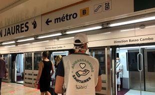 Sacha, ambassadeur sanitaire dans le métro de Toulouse.