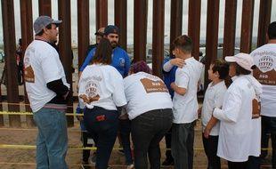 Des familles séparées par le mur entre le Mexique et les Etats-Unis ont pu se retrouver pendant quelques minutes.