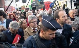 Jean-Luc Mélenchon (au centre) et cinq coprévenus comparaissent au tribunal correctionnel de Bobigny le 19 septembre 2019, après une perquisition mouvementée en octobre 2018