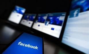 Des écrans connectés à Internet, Facebook.