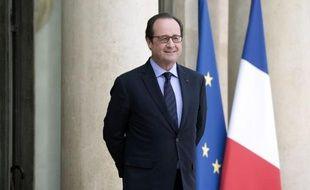 """François Hollande a longuement reçu mercredi soir des députés frondeurs autour d'un apéritif à l'Elysée, renouant le dialogue avec ces socialistes récalcitrants à l'approche d'élections départementales hautement périlleuses et en vue de 2017 mais au risque d'irriter les """"bons élèves"""" de sa majorité"""