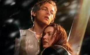 Leonardo DiCaprio et Kate Winslet dans le film Titanic.