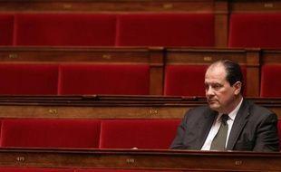 Jean-Christophe Cambadélis, secrétaire national du PS aux Questions européennes, a assuré lundi sur LCI qu'il demanderait la suspension de celui ou celle qui a fait fuiter le brouillon très polémique du texte de son parti contre Angela Merkel et sa politique.