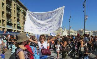 Marseille, le 12 septembre 2014, les parents d'ÈlËves manifestent devant la mairie de Marseille.