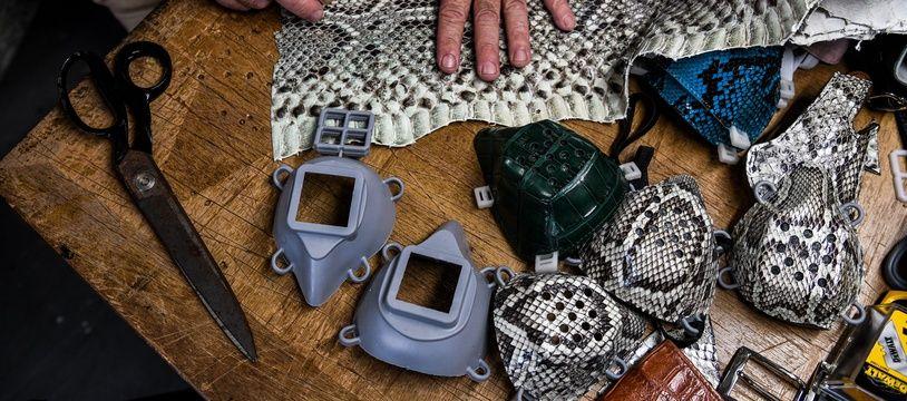 Un artisan de Floride fabrique des masques en peau d'iguane ou de python.