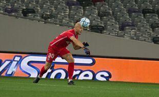 Maxime Dupé, le gardien du TFC, a vécu une soirée cauchemardesque face à Valenciennes et Joffrey Cuffaut. Archives.