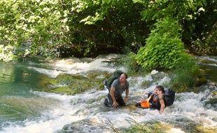 Olivier Gourmet et Sergi López dans En amont du fleuve de Marion Hänsel