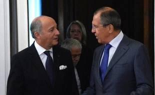 Les ministres des Affaires étrangères français et russe, Laurent Fabius (g) et Sergueï Lavrov, le 17 septembre 2013 à Moscou