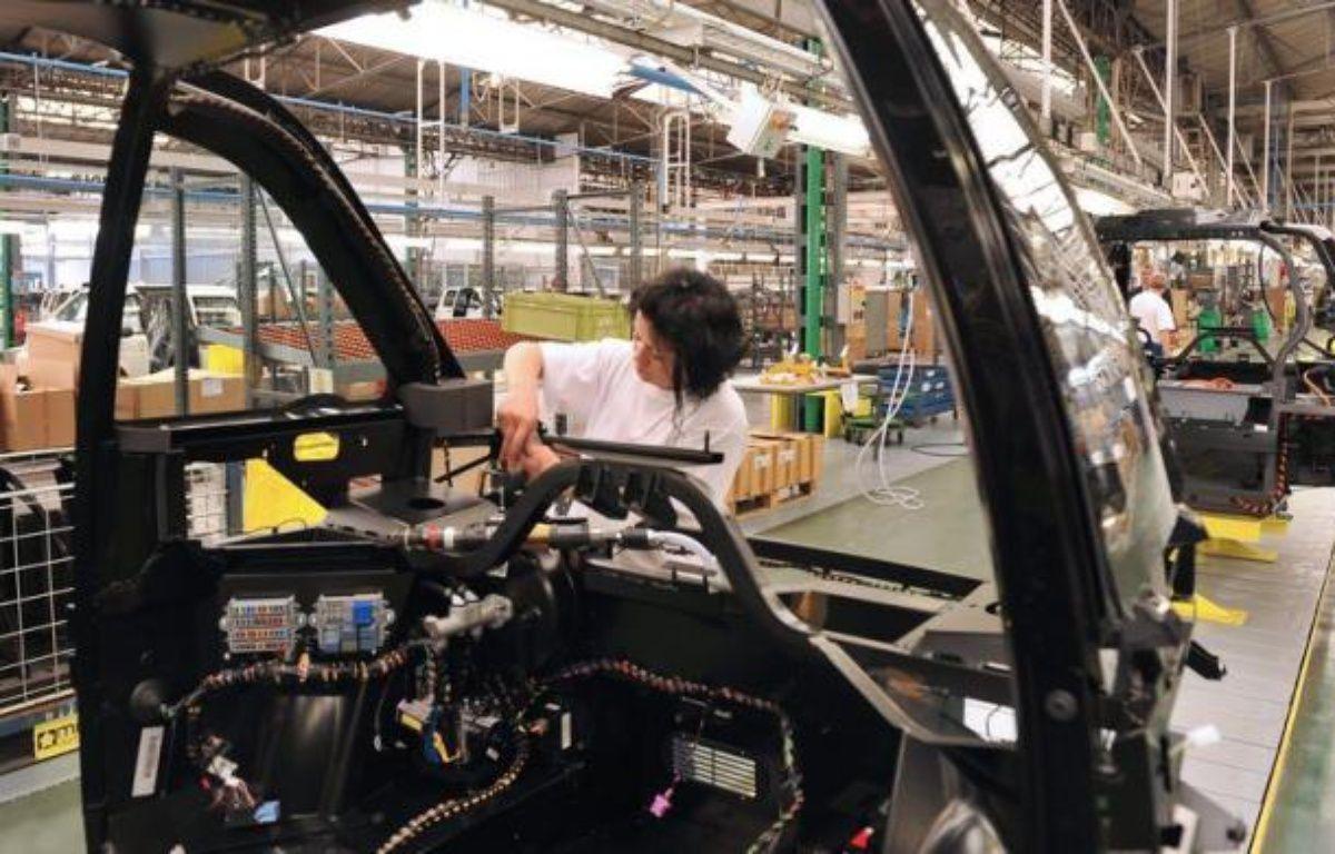 Les secteurs principalement marchands ont créé 18.300 emplois au 1er trimestre 2012 (+0,1% par rapport au trimestre précédent) après en avoir détruit 8.100 au 4e trimestre 2011, selon des chiffres révisés de l'Insee publiés mardi. – Alain Jocard afp.com