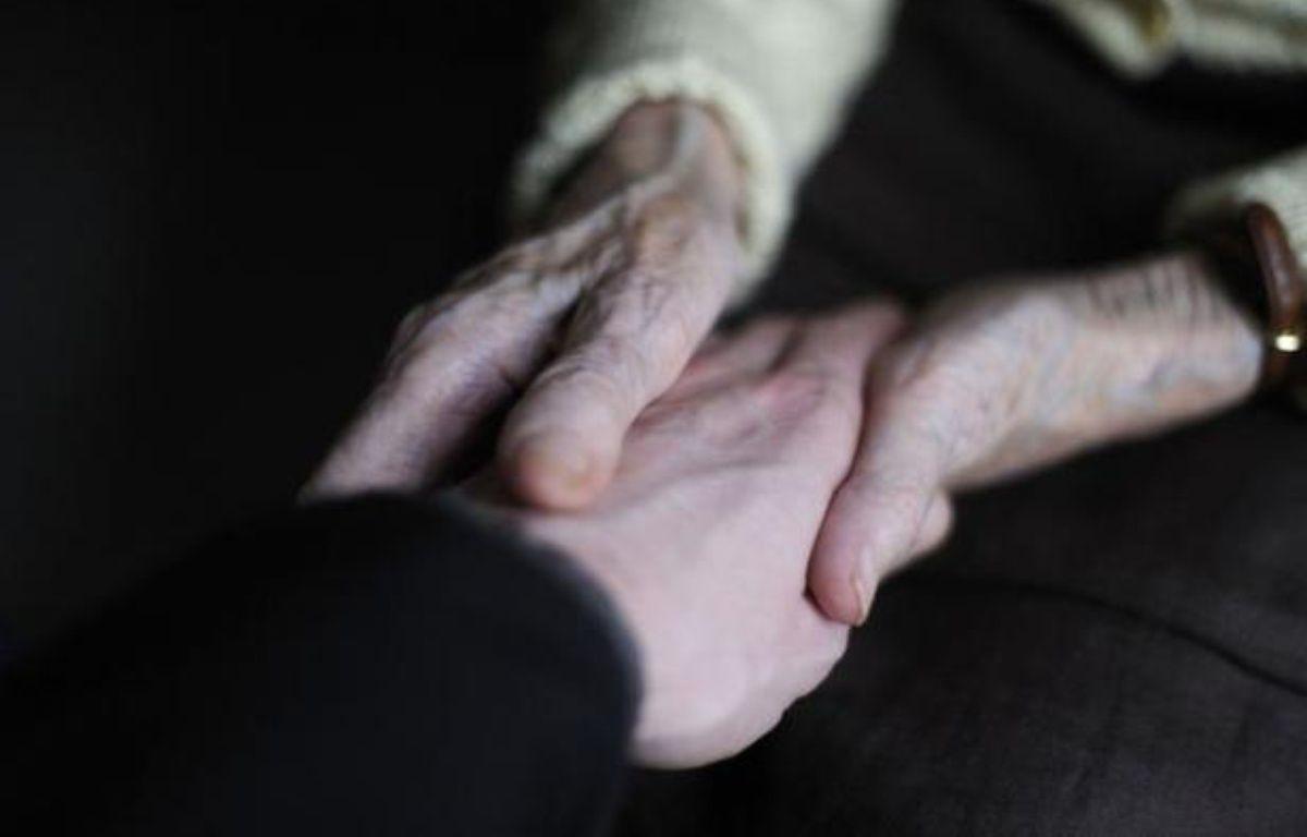 Un projet de loi sur la fin de vie, s'appuyant sur les propositions du professeur Didier Sicard, qui a remis son rapport mardi à François Hollande sera présenté au Parlement en juin prochain, a indiqué l'Elysée dans un communiqué. – Sebastien Bozon afp.com