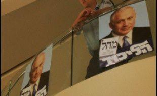 Le Yédiot Aharonot, quotidien le plus vendu en Israël, titre pour sa part en une sur les menaces d'attentat directement lié au scrutin. Selon le commandant des gardes-frontières à Jérusalem Yoram Halevy, les services de sécurité disposent de renseignements sur 13 attentats qui seraient en préparation de la part essentiellement du Jihad islamique.