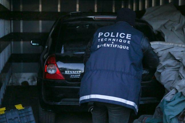 Les forces de l'ordre découvrent une voiture volée