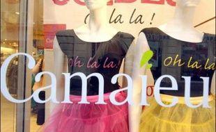 Camaïeu, chaîne française de magasins de vêtements à la santé florissante et au parcours boursier exemplaire, a été rachetée jeudi par le fonds d'investissement européen Cinven au groupe d'assurances Axa.