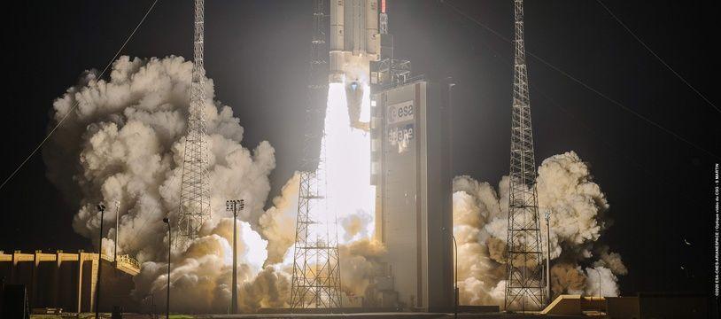 Lancement de la fusée Ariane 5, à Kourou le 15 août 2020.