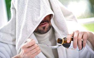 Photo d'illustration: Un homme soigne son rhume.