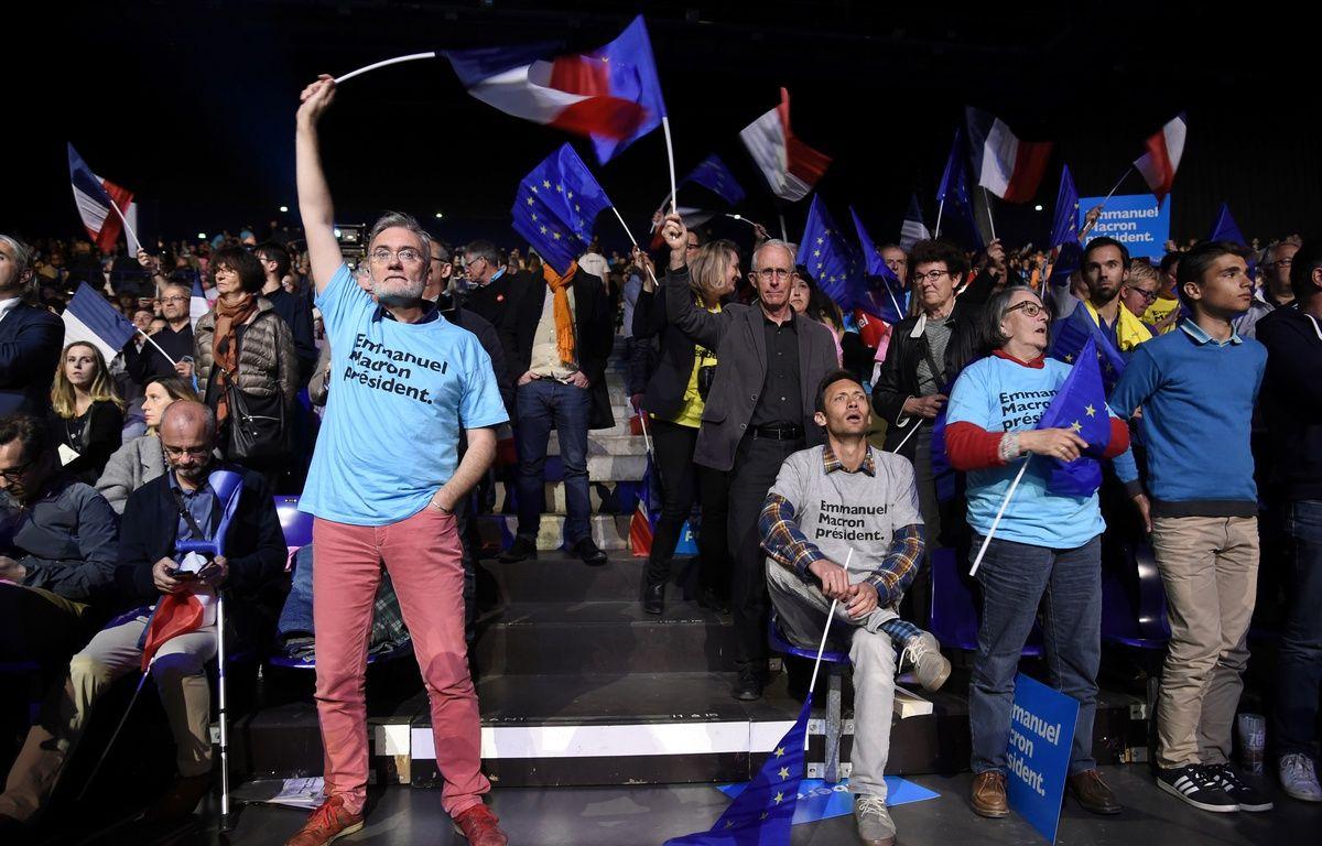 Des militants d'En Marche! au meeting de Nantes.  – Jean-Sébastien Evrard
