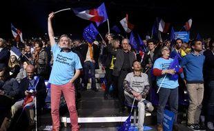 Des militants d'En Marche! au meeting de Nantes.
