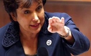 """Roselyne Bachelot s'est défendue de vouloir instaurer une """"société de prohibition et d'abstinence"""" face aux députés des régions viticoles qui ont tiré à boulets rouges contre le volet prévention de l'alcoolisme des jeunes de son texte santé, dans la nuit de jeudi à vendredi à l'Assemblée."""