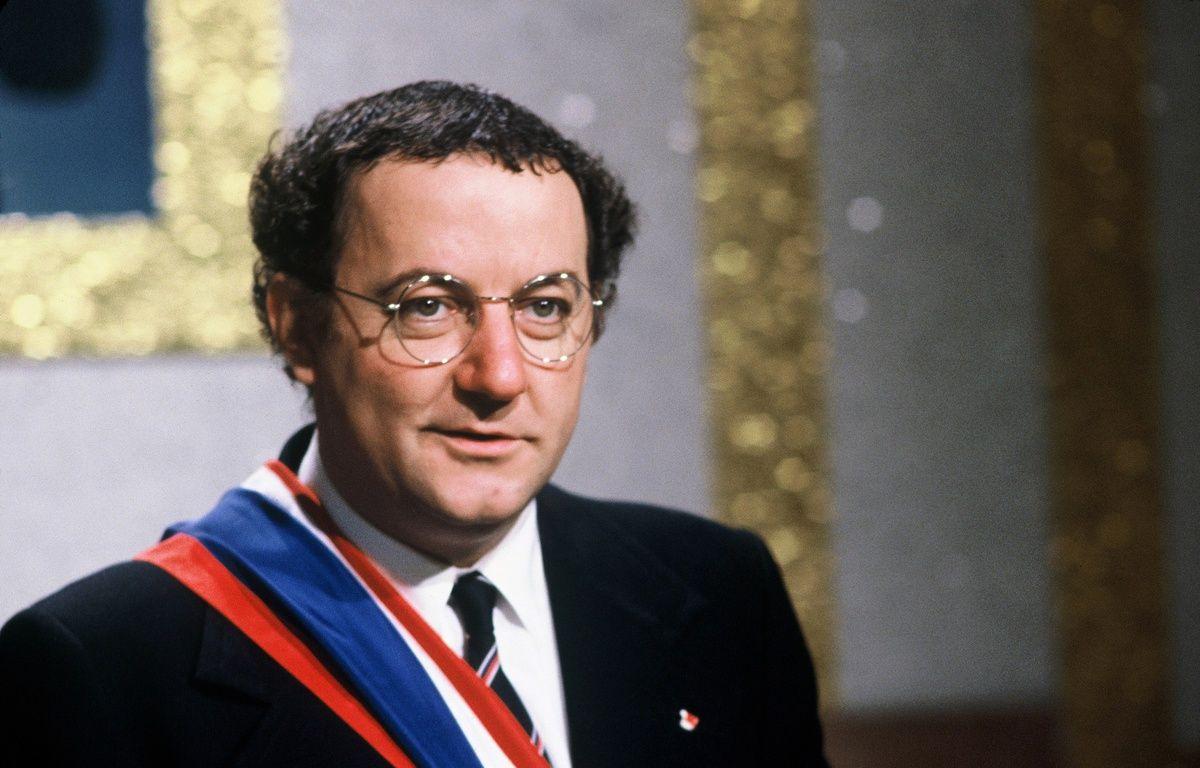 Coluche, candidat à la présidence en 1981. – BENAROCH/SIPA