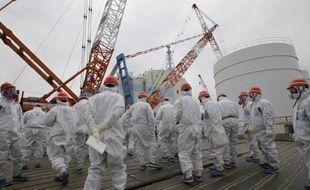 Des employés de l'entreprise japonaise TEPCO sur le site de la centrale nucléaire de Fukushima Daiishi le 10 mars 2014