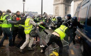 La place de l'Etoile a été le théâtre de violents affrontements, samedi dernier, entre les forces de l'ordre et les manifestants.