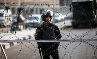 Deux explosions d'origine encore inconnue ont retenti à deux minutes d'intervalle vendredi au centre du Caire et déclenché un ballet d'ambulances
