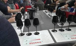 Dans une dégustation géo-sensorielle, le vin se goûte dans un verre noir,
