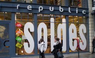 Illustration d'une boutique rennaise annonçant les soldes d'hiver.