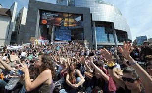 Des manifestants français ont occupé la place de la Bastille à Paris le 29 mai 2011 en échos des «Indignés» espagnols qui se révoltent contre les effets de la crise.