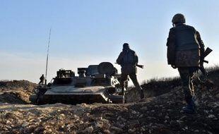 Des soldats ukrainiens sur la ligne de front dans la région de Donetsk, le 11 mars 2015